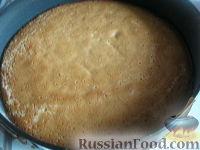 """Фото приготовления рецепта: Бисквитный торт """"Нежный"""" - шаг №8"""