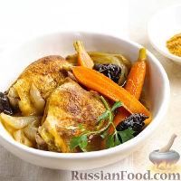 Фото к рецепту: Куриные бедра с морковью (в медленноварке)