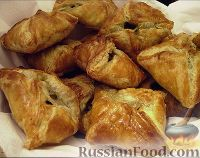 Фото к рецепту: Закусочные слойки с начинкой