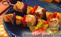 Фото к рецепту: Шашлыки из палтуса, яблок, лука и болгарского перца