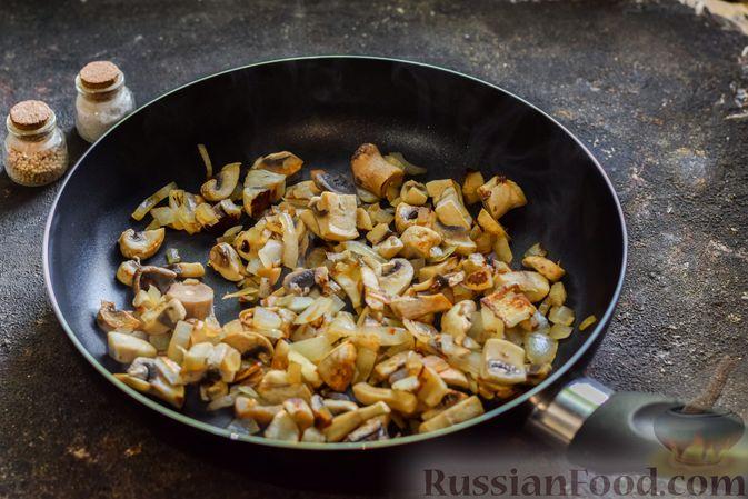 Фото приготовления рецепта: Картофельно-грибное пюре с курицей - шаг №5