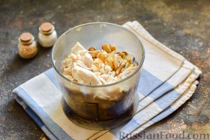 Фото приготовления рецепта: Картофельно-грибное пюре с курицей - шаг №7