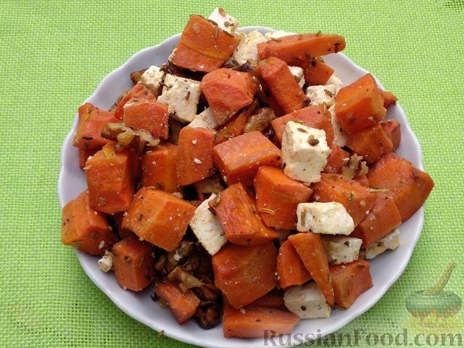 Фото приготовления рецепта: Морковь, запечённая с пряностями и грецкими орехами, с брынзой - шаг №16