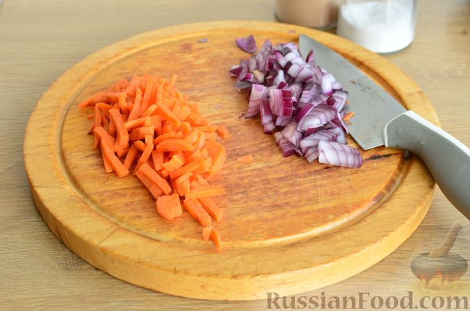 Фото приготовления рецепта: Гречневый суп с копчеными ребрышками и сметаной - шаг №3