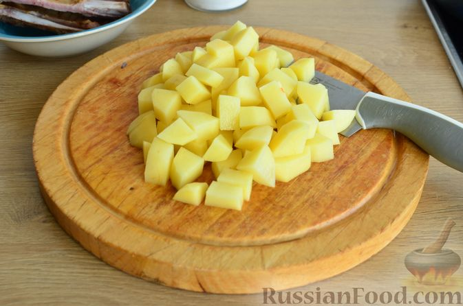 Фото приготовления рецепта: Гречневый суп с копчеными ребрышками и сметаной - шаг №5