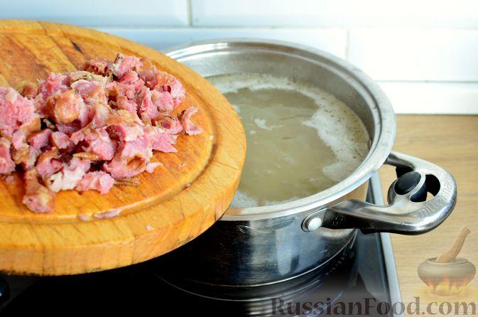Фото приготовления рецепта: Гречневый суп с копчеными ребрышками и сметаной - шаг №8