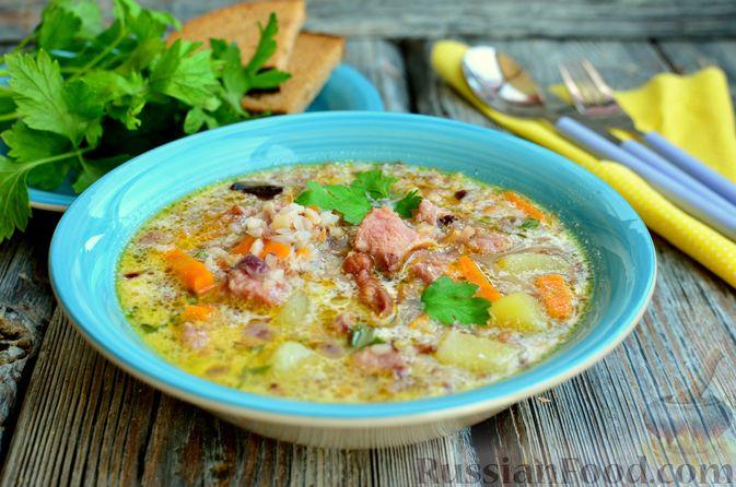 Фото приготовления рецепта: Гречневый суп с копчеными ребрышками и сметаной - шаг №14