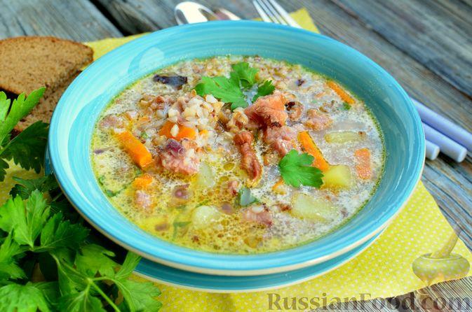 Фото приготовления рецепта: Гречневый суп с копчеными ребрышками и сметаной - шаг №15