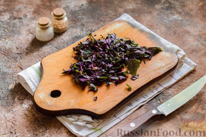 Фото приготовления рецепта: Мясное рагу с грибами, баклажанами, картофелем и сладким перцем - шаг №11