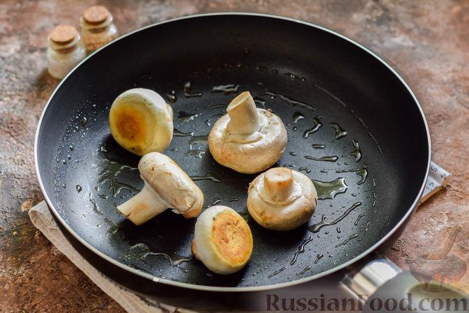 Фото приготовления рецепта: Мясное рагу с грибами, баклажанами, картофелем и сладким перцем - шаг №7