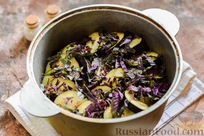 Фото приготовления рецепта: Мясное рагу с грибами, баклажанами, картофелем и сладким перцем - шаг №18