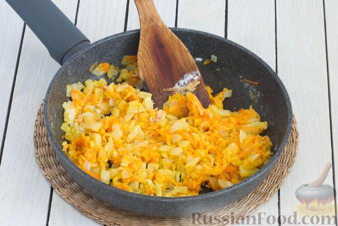 Фото приготовления рецепта: Ячневая каша с луково-морковной подливкой - шаг №6