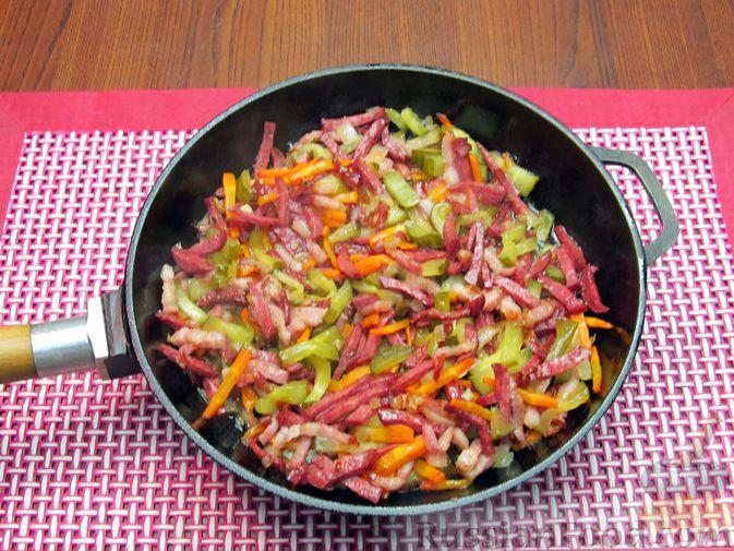 Фото приготовления рецепта: Солянка с вермишелью - шаг №10