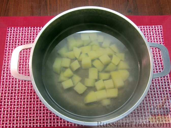 Фото приготовления рецепта: Солянка с вермишелью - шаг №3