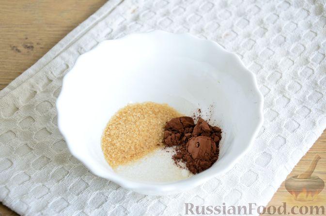 Фото приготовления рецепта: Пирог на кефире, со сливами в шоколадной карамели - шаг №6