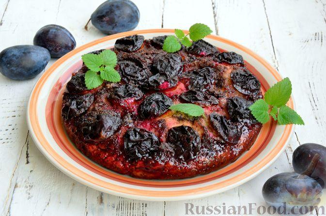 Фото приготовления рецепта: Пирог на кефире, со сливами в шоколадной карамели - шаг №12