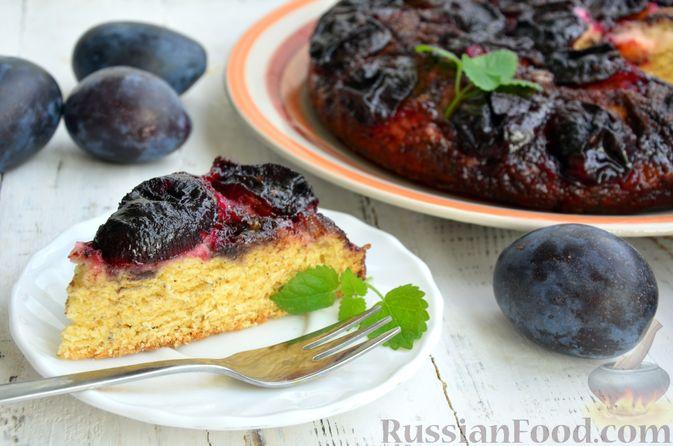 Фото приготовления рецепта: Пирог на кефире, со сливами в шоколадной карамели - шаг №13