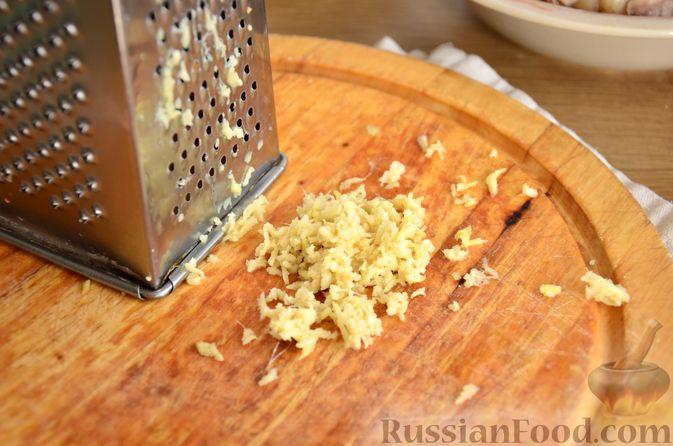 Фото приготовления рецепта: Куриные бёдрышки с айвой - шаг №8