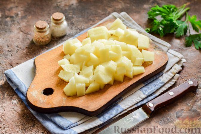 Фото приготовления рецепта: Свекольный суп с шампиньонами и фасолью - шаг №6