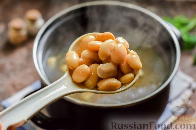 Фото приготовления рецепта: Свекольный суп с шампиньонами и фасолью - шаг №12
