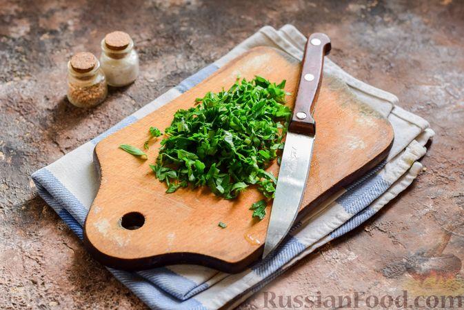 Фото приготовления рецепта: Свекольный суп с шампиньонами и фасолью - шаг №14