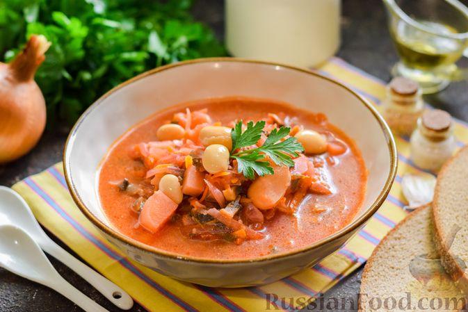 Фото приготовления рецепта: Свекольный суп с шампиньонами и фасолью - шаг №16