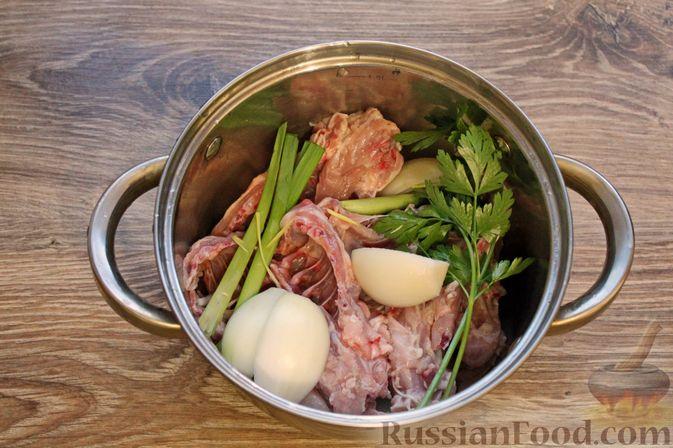 Фото приготовления рецепта: Куриный суп с творожными клёцками - шаг №2
