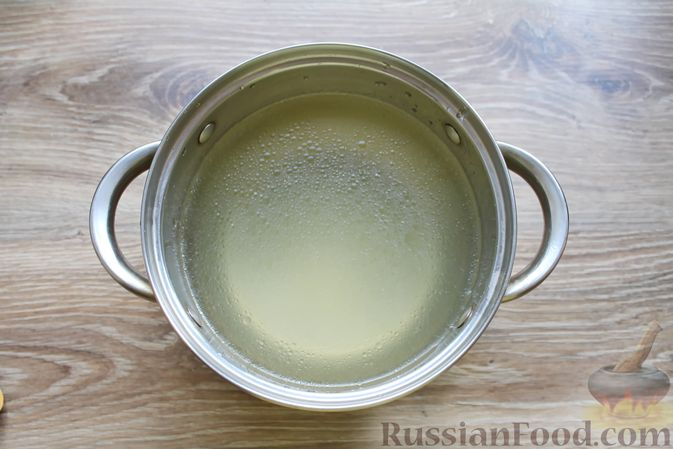 Фото приготовления рецепта: Куриный суп с творожными клёцками - шаг №3