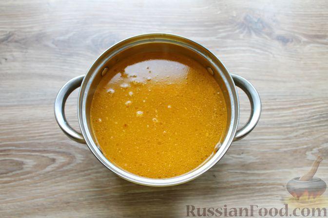 Фото приготовления рецепта: Куриный суп с творожными клёцками - шаг №10
