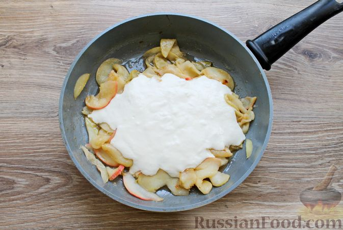 Фото приготовления рецепта: Пирог из слоёного теста, с яблоками и корицей - шаг №7