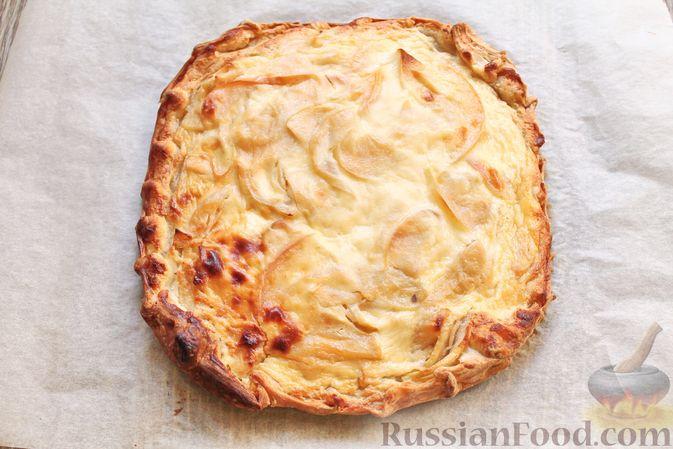 Фото приготовления рецепта: Пирог из слоёного теста, с яблоками и корицей - шаг №10