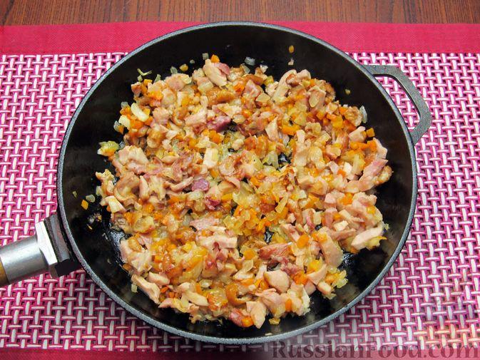 Фото приготовления рецепта: Тыквенный суп-пюре с копчёной курицей - шаг №8