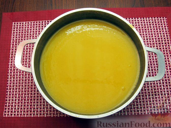 Фото приготовления рецепта: Тыквенный суп-пюре с копчёной курицей - шаг №9