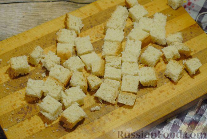 Фото приготовления рецепта: Суп-пюре из брюссельской капусты со сметаной - шаг №10