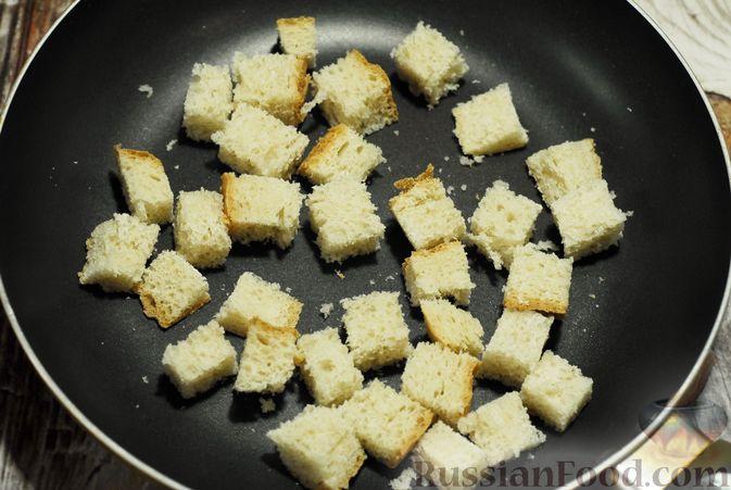 Фото приготовления рецепта: Суп-пюре из брюссельской капусты со сметаной - шаг №11