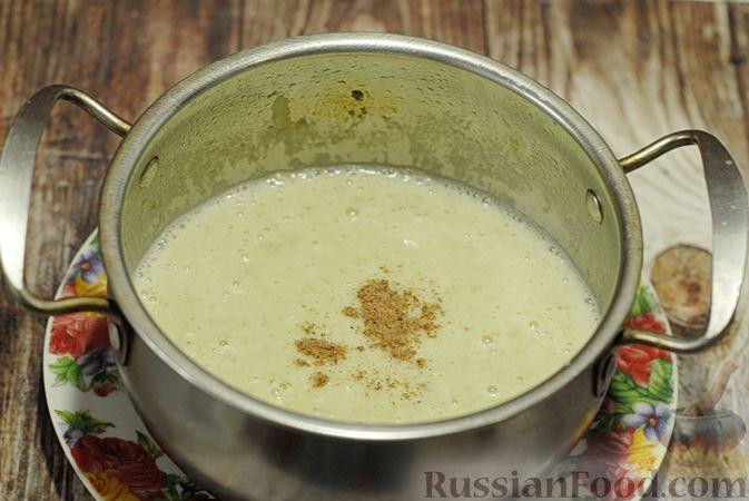 Фото приготовления рецепта: Суп-пюре из брюссельской капусты со сметаной - шаг №15