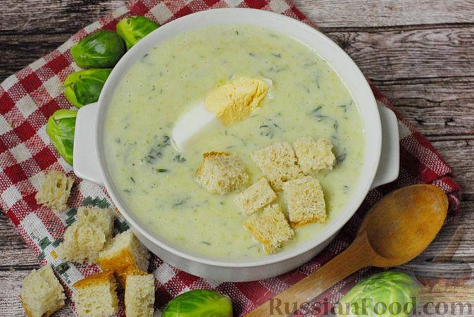 Фото приготовления рецепта: Суп-пюре из брюссельской капусты со сметаной - шаг №17