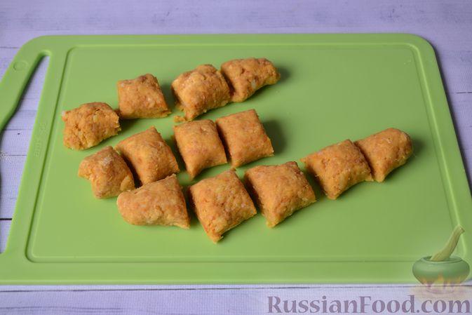 Фото приготовления рецепта: Тыквенные ньокки со сливочно-сырным соусом с ветчиной - шаг №13