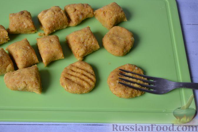 Фото приготовления рецепта: Тыквенные ньокки со сливочно-сырным соусом с ветчиной - шаг №14