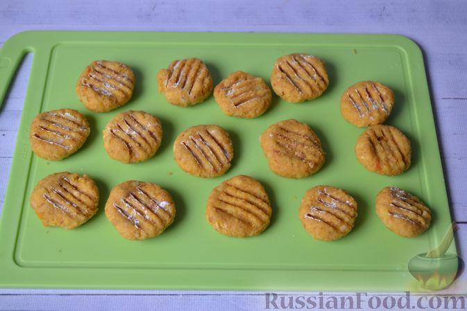 Фото приготовления рецепта: Тыквенные ньокки со сливочно-сырным соусом с ветчиной - шаг №15