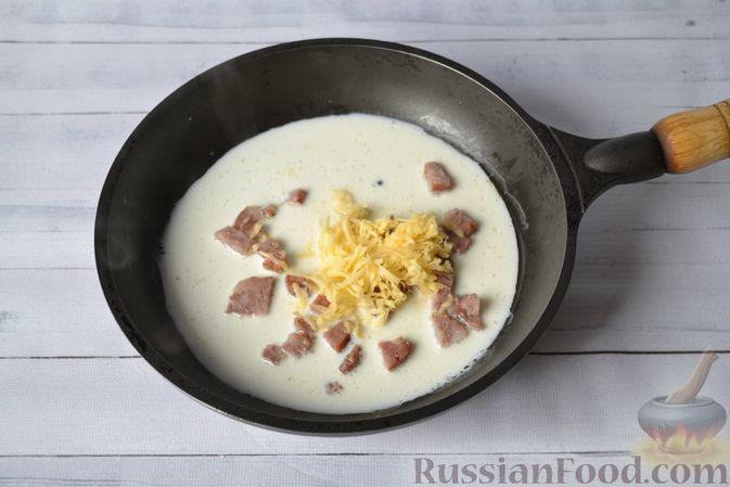 Фото приготовления рецепта: Тыквенные ньокки со сливочно-сырным соусом с ветчиной - шаг №21