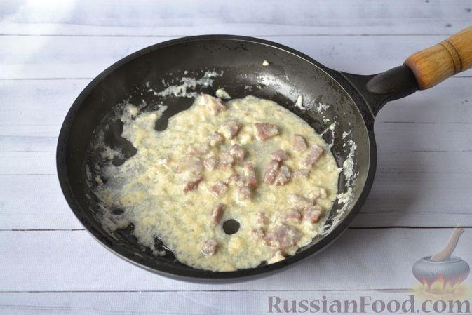 Фото приготовления рецепта: Тыквенные ньокки со сливочно-сырным соусом с ветчиной - шаг №22