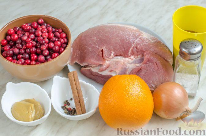 Фото приготовления рецепта: Пряная свинина, тушенная с клюквой, апельсином и горчицей - шаг №1