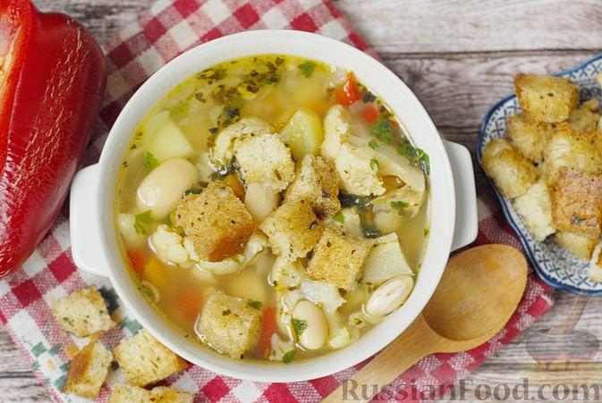 Фото к рецепту: Фасолевый суп с цветной капустой и сухариками