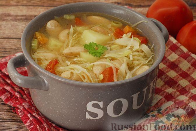 Фото к рецепту: Суп с консервированной фасолью, капустой, помидорами и сельдереем