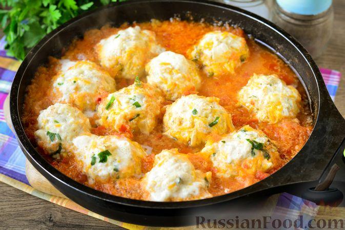 Фото приготовления рецепта: Куриные тефтели с тыквой и сыром в томатном соусе - шаг №15