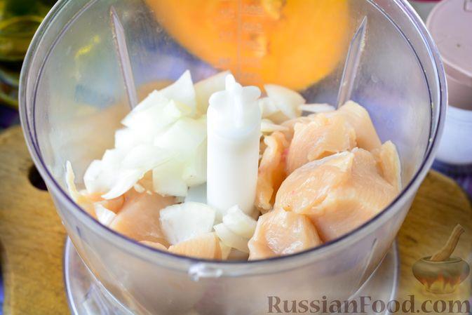 Фото приготовления рецепта: Куриные тефтели с тыквой и сыром в томатном соусе - шаг №3