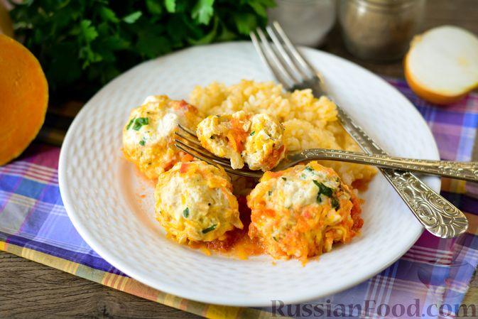 Фото приготовления рецепта: Куриные тефтели с тыквой и сыром в томатном соусе - шаг №17