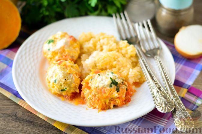 Фото к рецепту: Куриные тефтели с тыквой и сыром в томатном соусе