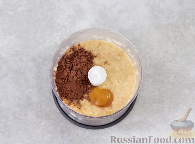 Фото приготовления рецепта: Смузи-боул из бананов и яблок, с мёдом и какао - шаг №4